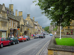 Photograph of the High Street in Chipping Campden